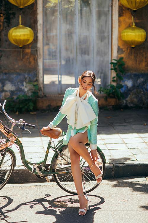 Fashion Destination đã bước sang điểm đến thứ tư, gồm Phú Quốc, Đà Nẵng, Vĩnh Hy và Hội An nhưng vẫn thu hút về sự chỉn chu của êkíp, trang phục đẹp, đẳng cấp cùng sự hóa thân xuất thần của các nàng thơ, cũng là những hoa hậu Việt Nam.
