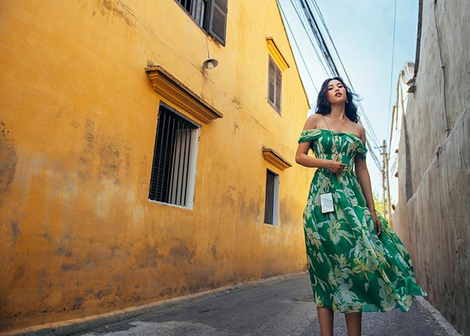 Nàng thơ của dự án lần này là Hoa hậu Tiểu Vy, một người con của phố cổ Hội An. Êkíp đã gửi gắm tinh thần tươi mới, tràn đầy năng lượng của một cô gái 20 tuổi đang khám phá mảnh đất truyền thống này theo cách riêng của mình.