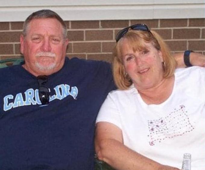 Ông bà Peoples có 2 năm hẹn hò trước khi kết hôn và sống cùng nhau 48 năm. Ảnh: Facebook.
