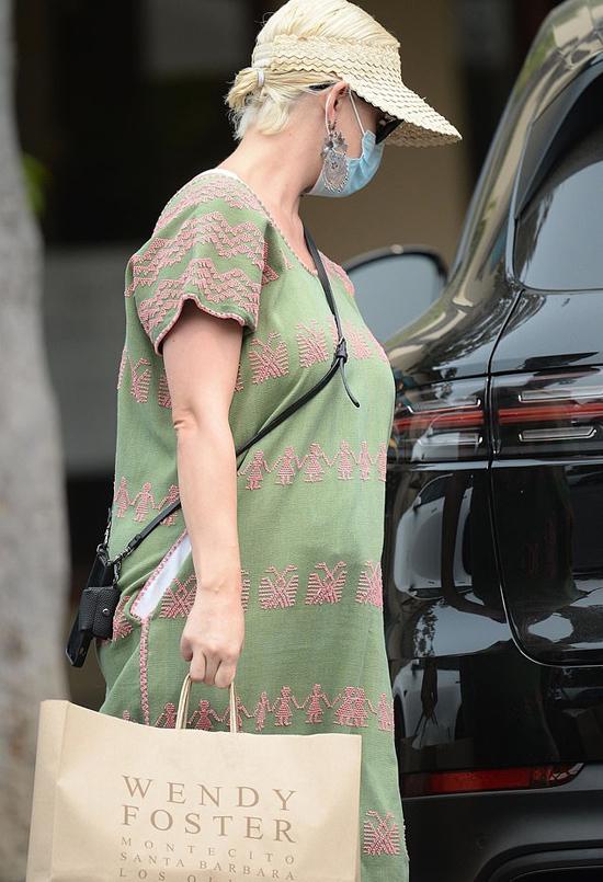 Katy sẽ dành trọn cuối năm nay ở cữ chăm con, đến đầu năm sau cô mới lên đường đi lưu diễn quảng bá album mới. Bởi vậy nữ ca sĩ không bị áp lực phải giảm cân nhanh chóng sau sinh.