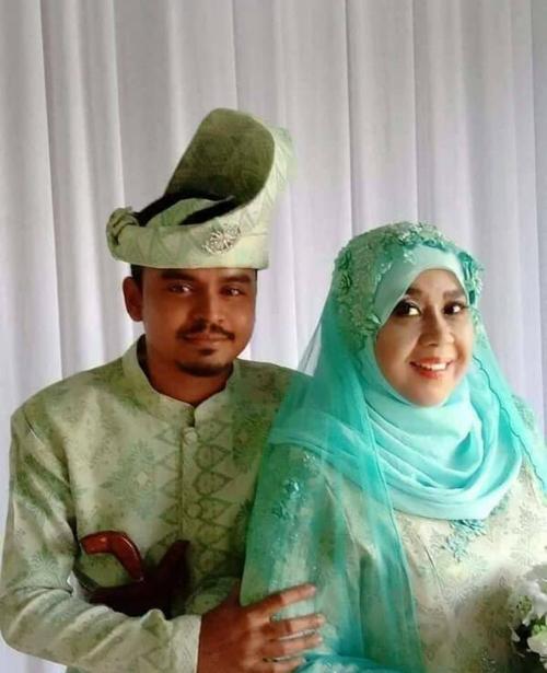 Cặp đôi dự định nhận nuôi một đứa trẻ vì bà Zaleha đã quá tuổi sinh nở. Ảnh: Facebook.