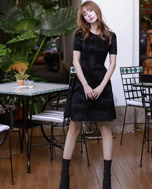 Cách diện trang phục đen của Minh Hằng và nhiều người đẹp Việt dễ áp dụng cho chị em công sở để sành điệu hơn khi đi làm, dạo phố và vi vu ở vùng đất đẹp khi lịch giãn cách bắt đầu được gỡ bỏ.