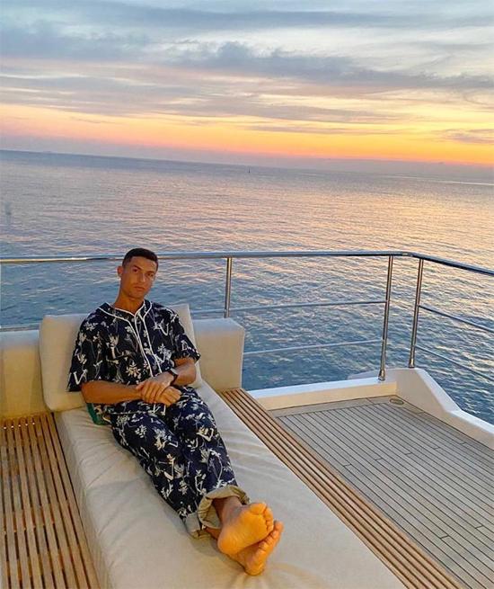 C. Ronaldo đăng ảnh thư thái trên du thuyền ngày đầu tuần. Ảnh: Instagram.