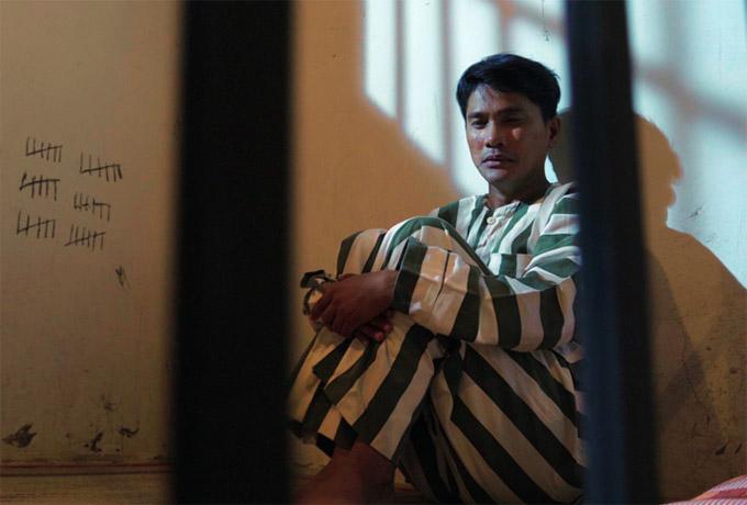 Hình ảnh trong MV Xin lỗi gia đình của Lương Gia Huy.