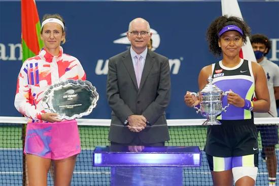 Trong chung kết Mỹ mở rộng đơn nữ hôm 13/9, Naomi Osaka vượt qua đàn chị cũng là cựu số một thế giới Victoria Azarenka 2-1, lần thứ hai đăng quang tại US Open. Ngôi sao tennis người gốc Nhật Bản còn một lần vô địch Grand Slam nữa là tại Australia mở rộng 2019.