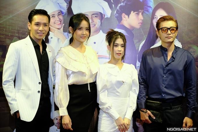 Với Vua bánh mỳ bản Việt, Cao Minh Đạt, Nhật Kim Anh và Thân Thúy Hà đóng vai trò thứ chính, nhường vị trí chủ chốt cho bốn diễn viên trẻ (từ trái qua): Bạch Công Khanh, Trương Mỹ Nhân, Ngọc Thảo và Quốc Huy.
