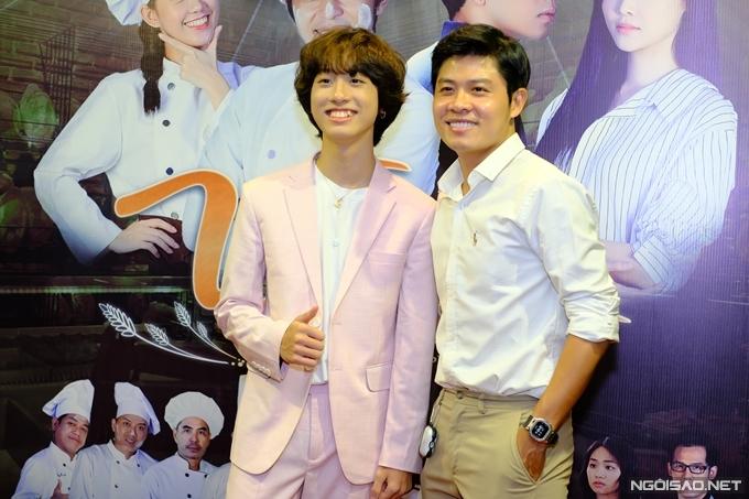 Nhạc sĩ Nguyễn Văn Chung (phải) sáng tác hai ca khúc nhạc phim cho Vua bánh mỳ do Hoài Lâm và Bạch Công Khanh trình bày. Ca sĩ nhí Gia Khiêm đóng vai của Bạch Công Khanh lúc nhỏ.