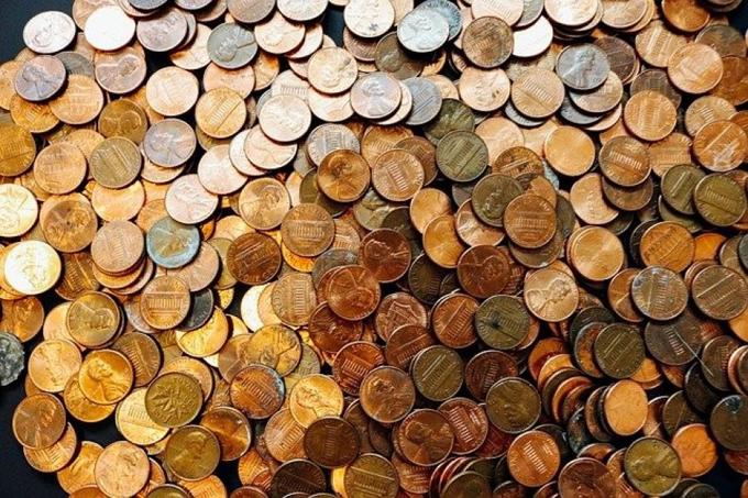 Chủ nhà hàng Hàn Quốc trả túi tiền xu cho nhân viên xin thôi việc giữa chừng. Ảnh minh họa: OD.