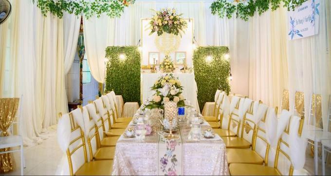 Cô dâu Phan Phương tiết lộ không gian buổi lễ được trang trí với tông vàng theo sở thích uyên ương, hợp phong thủy.