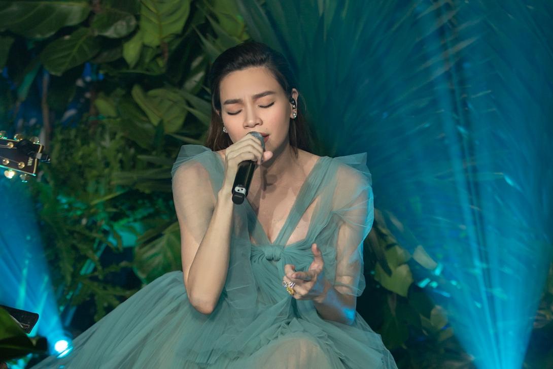 Hồ Ngọc Hà da diết và tự sự ở bốn đêm nhạc thuộc dự án Love songs 4.