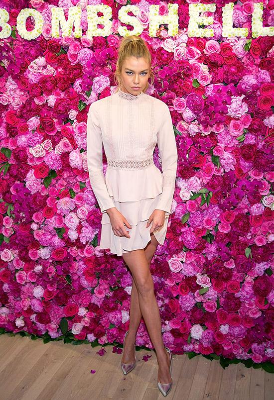 Thiên thần nội y Stella Maxwell Pretty Little Thing dress, $54,5