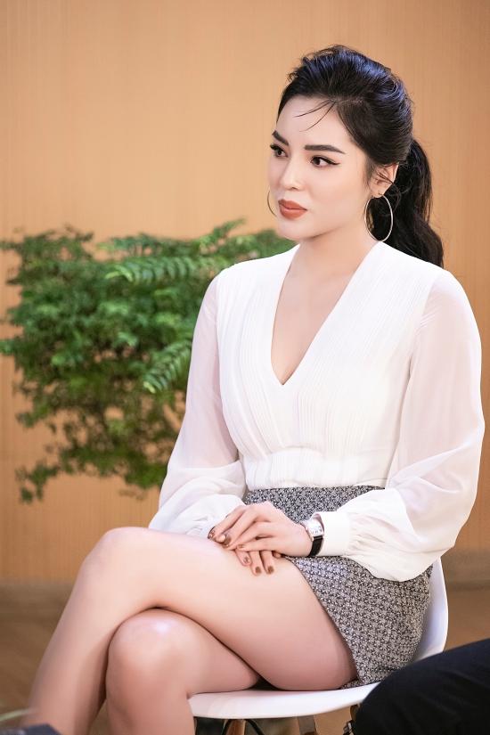 Kỳ Duyên cũng lên án người thứ ba. Một chuyện tình đẹp là sự gắn kết giữa hai người. Nên người thứ ba xuất hiện như mảnh ghép thừa thãi. Không ai muốn điều đó xảy ra, Hoa hậu Việt Nam 2014 nhận định.