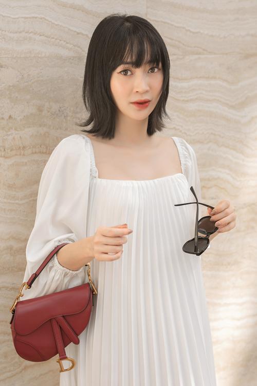 Góp mặt trong bộ ảnh lần này của Adrian Anh Tuấn là fashionista Sun HT đến từ Hà Nội.