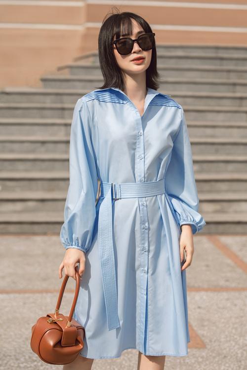 Đầm sơ mi tông xanh dịu mắt được bố trí đai vải để tăng sự thanh lịch và trang nhã cho phái đẹp. Bộ cánh dễ dàng mặc đi làm, tham gia sự kiện và xuống phố cafe.