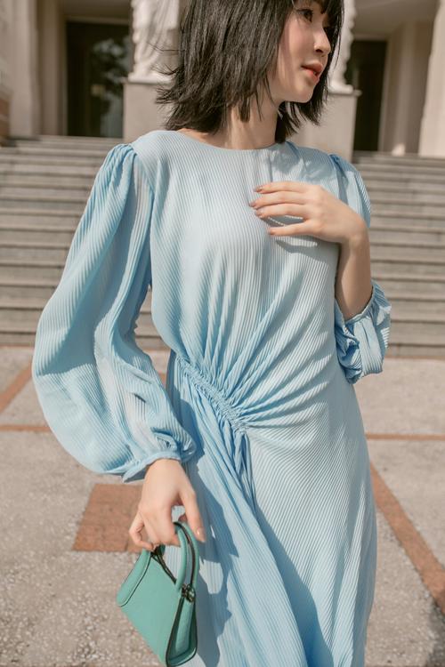 Lấy cảm hứng từ vẻ thanh lịch của dòng thời trang cổ điển, nhà mốt Việt mang tới nhiều kiểu đầm mang tính ứng dụng cao và khiến người đẹp sành điệu với trend hợp mốt.