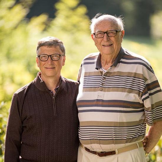 Tỷ phú Bill Gates và cha ông. Ảnh: Gates Note.