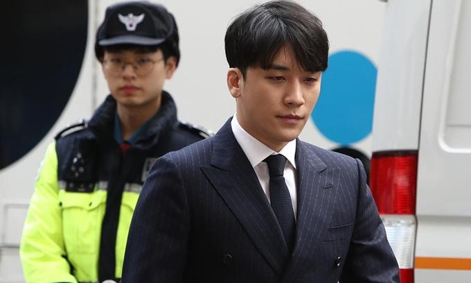 Ca sĩ Seungri.