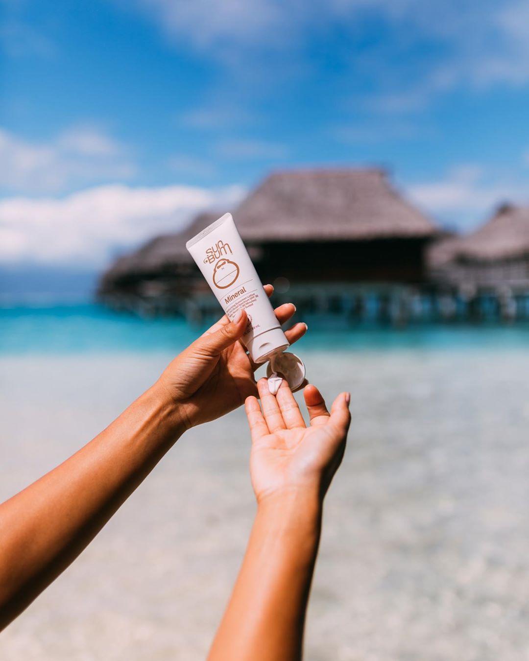 Hình thành thói quen thoa kem chống nắng từ sớm sẽ giúp hạn chế tình trạng sạm nám, nổi tàn nhang, lão hóa sớm...