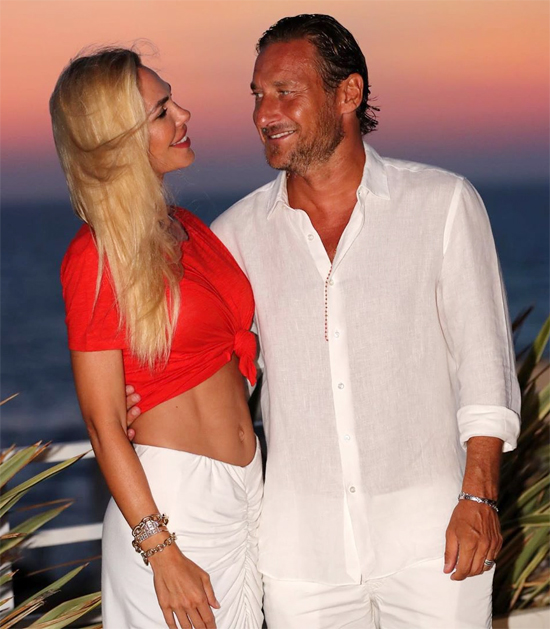 Vợ chồng Totti có tổ ấm hạnh phúc 15 năm bên ba đứa con. Ảnh: Instagram.