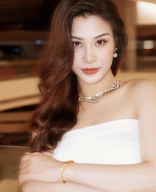 Trong xuất hiện gần đây, Đông Nhi nhận được nhiều fan khen ngợi nhuận sắc trong thời gian mang thai.