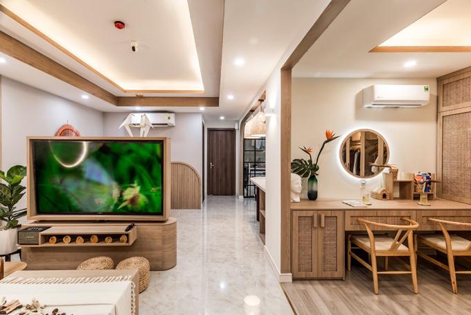 Công trình gồm có một phòng khách, một phòng ngủ, một bếp, một phòng vệ sinh. Căn hộ có diện mạo gợi nhắc tới phong cách Nhật Bản, hiện đại và tối giản.