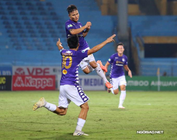 Dù TP HCM sau đó rút ngắn tỷ số xuống còn 1-2 do công của Văn Thuận nhưng Quang Hải nhanh chóng tái lập khoảng cách hai bàn cho Hà Nội ở phút 63.