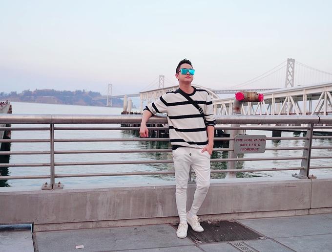Bến cảng ở vịnh San Francisco là điểm đến tiếp theo của Nhật Tinh Anh. Anh cho biết nhiều khách du lịch tới đây để trải nghiệm chèo thuyền, lướt ván hoặc đạp xe còn anh thích tản bộ dọc bờ biển.