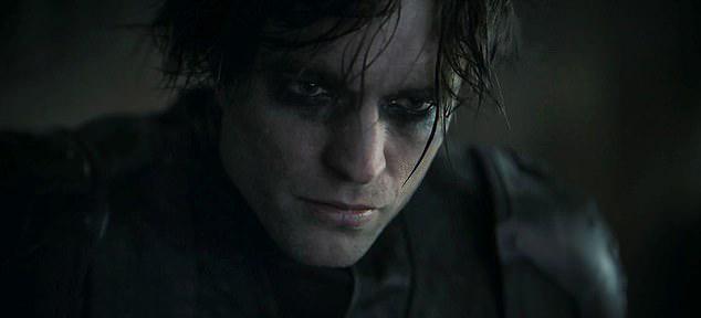 Robert Pattinson bắt đầu quay Batman từ cuối năm ngoái. Đến tháng 3, việc quay phim tạm dừng vì Covid-19. Đầu tháng 9, bom tấn siêu anh hùng khởi động trở lại tại phim trường ở ngoại ô London. Tuy nhiên Pattinson vừa tái xuất một hai ngày đã phải nghỉ vì mắc Covid-19.