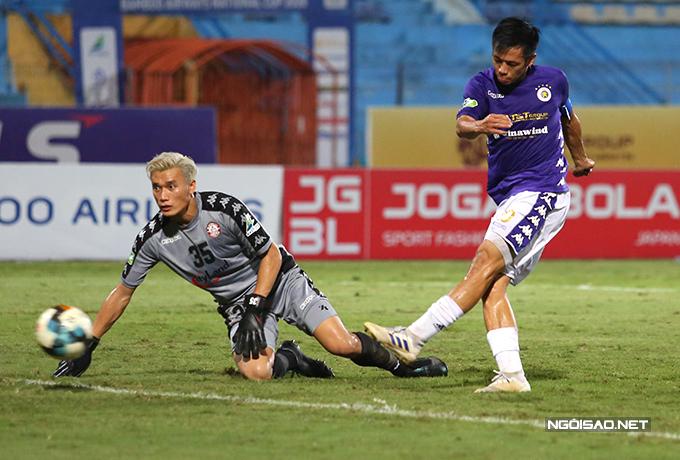 Văn Quyết là cầu thủ chơi hay nhất của Hà Nội trong trận thắng 5-1 trước TP HCM. Ảnh: Đương Phạm.