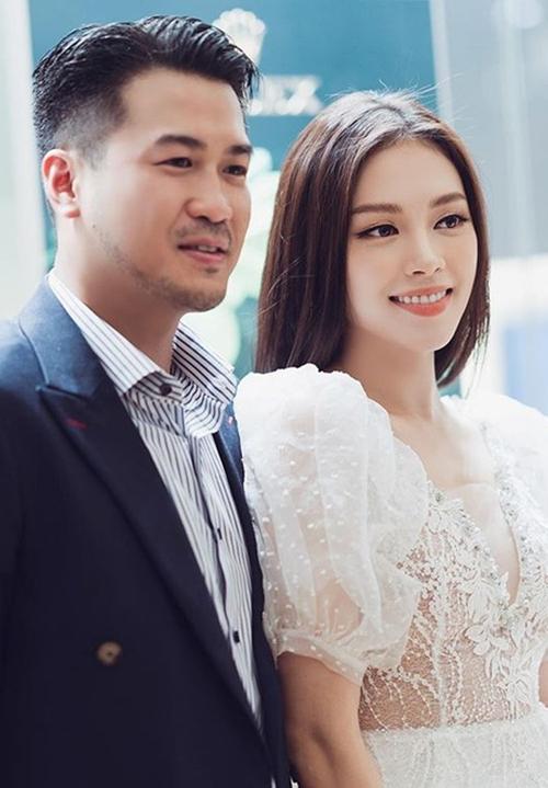 Linh Rin (phải) và Phillip Nguyễn.