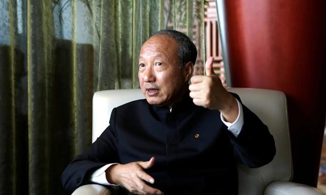 Tỷ phú Chen Feng, người sáng lập và chủ tịch tập đoàn HNA Group. Ảnh: Reuters.