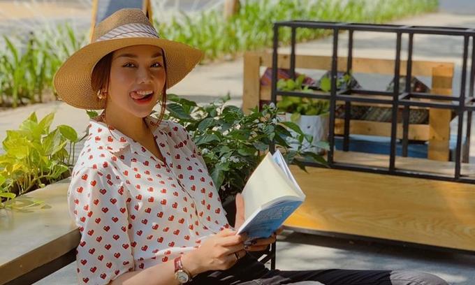 Diễn viên - siêu mẫu Thanh Hằng nói phim Ròm là tâm huyết, nỗ lực của mấy đứa em. Cô chúc đạo diễn trẻ Trần Thanh Huy cùng êkíp chạy về đích rực rỡ.