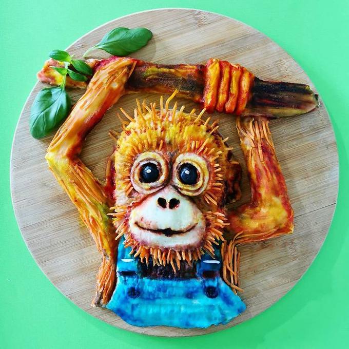 Một chú khỉ con được làm từ khoai tây nghiền, rau củ. Màu sắc được làm từ nguyên liệu thiên nhiên nhưng rất bắt mắt, phong phú.