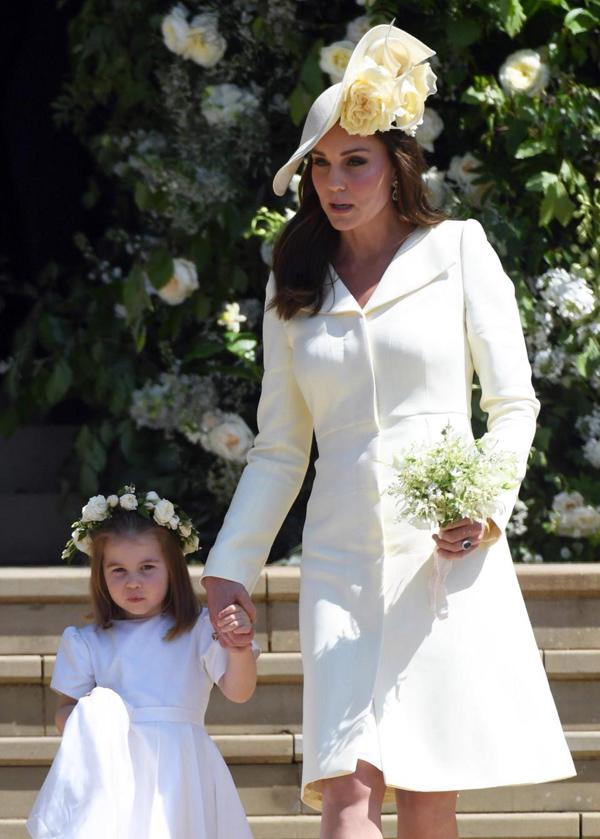 Nữ công tước xứ Cambridge chọn một thiết kế Alexander McQueen để dự đám cưới Harry - Meghan.
