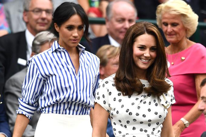 Thời trang của hai nàng dâu hoàng gia đều trở thành cơn sốt đối với người dân Anh.