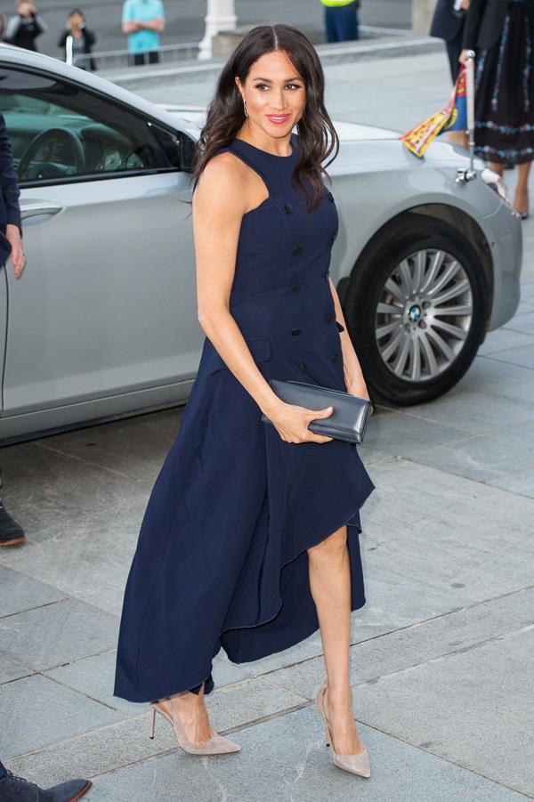 Thiết kế Antonio Berardi là trang phục hiếm hoi vợ Hoàng tử Harry mặc lại.