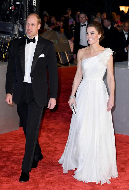 Kate xuất hiện lộng lẫy bên William trên thảm đỏ BAFTAs 2019.