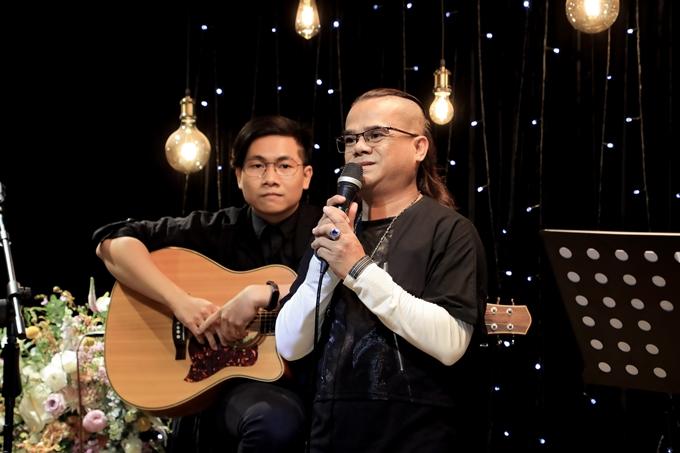 Ca sĩ Hữu Bình - người em lặng lẽ ở bên Minh Thuận những ngày cuối đời chia sẻ nỗi nhớ dành cho người anh tri kỷ và bật khóc trên sân khấu.