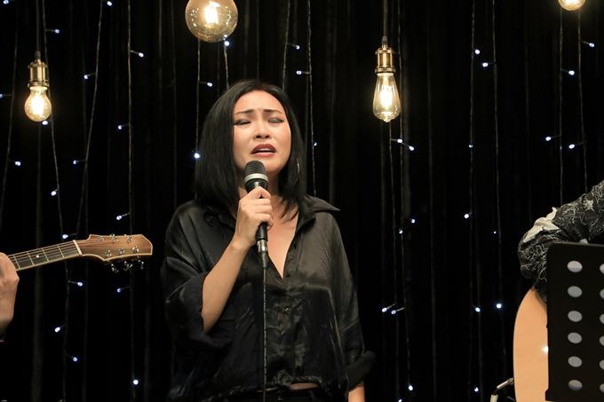 Là người dẫn dắt chính của đêm nhạc, ca sĩ Phương Thanh đến cuối chương trình mới solo ca khúc Dù có là người tình. Trước đó, cô nhường sân khấu cho các ca sĩ khác hoặc song ca cùng họ.