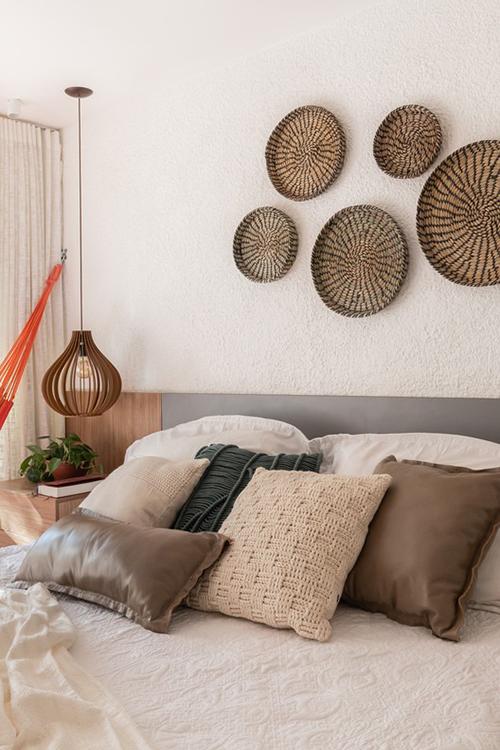 Các vật dụng trang trí giúp căn hộ có nét hoài cổ.
