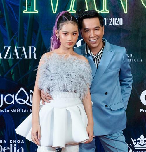 Nhà thiết kế Ivan Trần và mẫu nhí Bảo Hà.