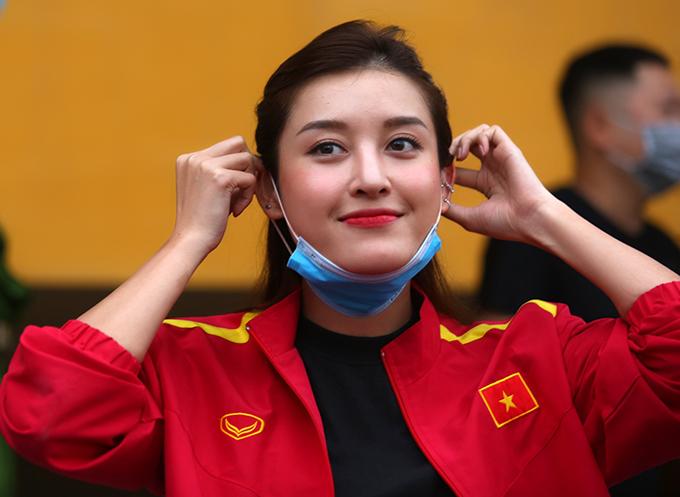 Á hậu Việt Nam 2014 Huyền My cũng tới sân để theo dõi trận đấu.