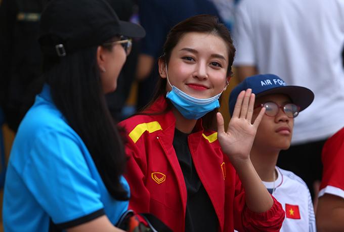 Huyền My chơi rất thân với tiền vệ Đức Huy của CLB Hà Nội và Trọng Đại bên phía Viettel. Cô có chung người quản lý với hai cầu thủ này.