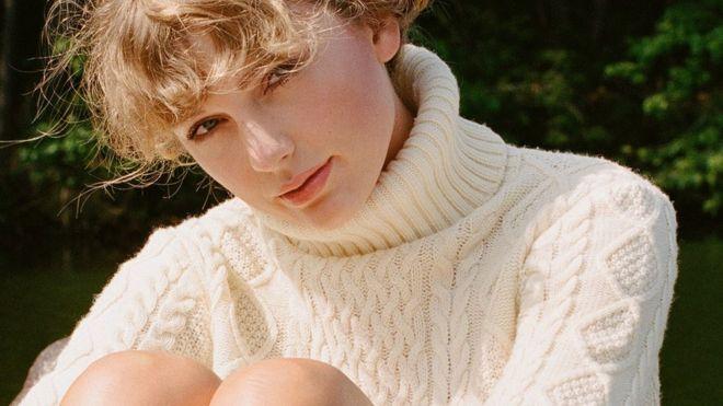 Taylor Swift thành công bất ngờ với album phát hành trong mùa dịch.