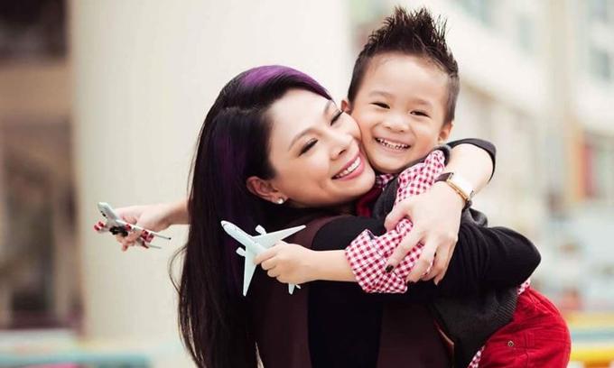 Bé Jacky Minh Trí là con trai của em gái Thanh Thảo - Thụy Anh và nam ca sĩ Ngô Kiến Huy. Jacky được mẹ ruột Thụy Anh, mẹ nuôi Thanh Thảo cùng ông xã Tom Han chăm sóc tại Mỹ.
