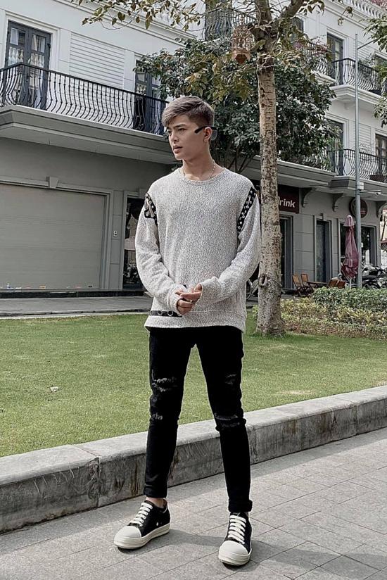 Ở tuổi 19, Quang Anh cao 1,73m, vóc dáng gầy.