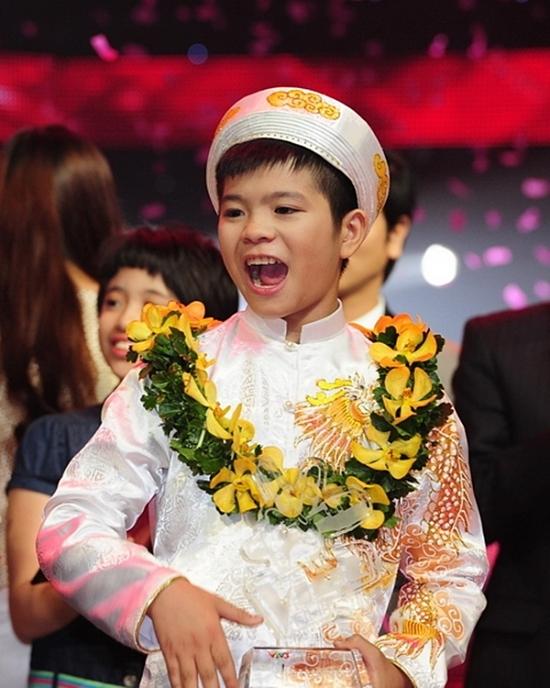 Thời điểm đăng quang cuộc thi Giọng hát Việt nhí mùa đầu tiên, Quang Anh mới 12 tuổi, vóc dáng nhỏ nhắn. Khi ấy, chiến thắng của cậu nhận được sự ủng hộ của đông đảo khán giả bởi tài năng âm nhạc và phong cách biểu diễn giàu năng lượng trên sân khấu.