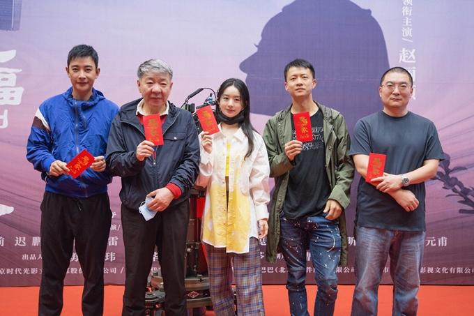 Đây là dự án truyền hình thứ hai Triệu Lệ Dĩnh tham gia sau khi sinh con, nối tiếp phim võ hiệp Hữu phỉ.