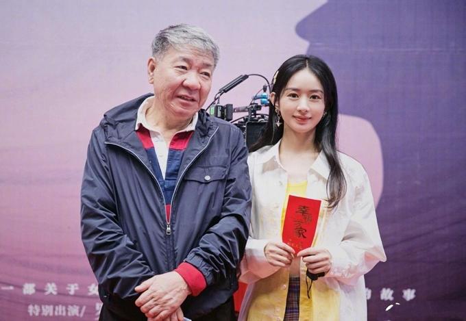 Đạo diễn Trịnh Hiểu Long (trái) tin tưởng Triệu Lệ Dĩnh thể hiện được thần thái, khí chất của nhân vật.