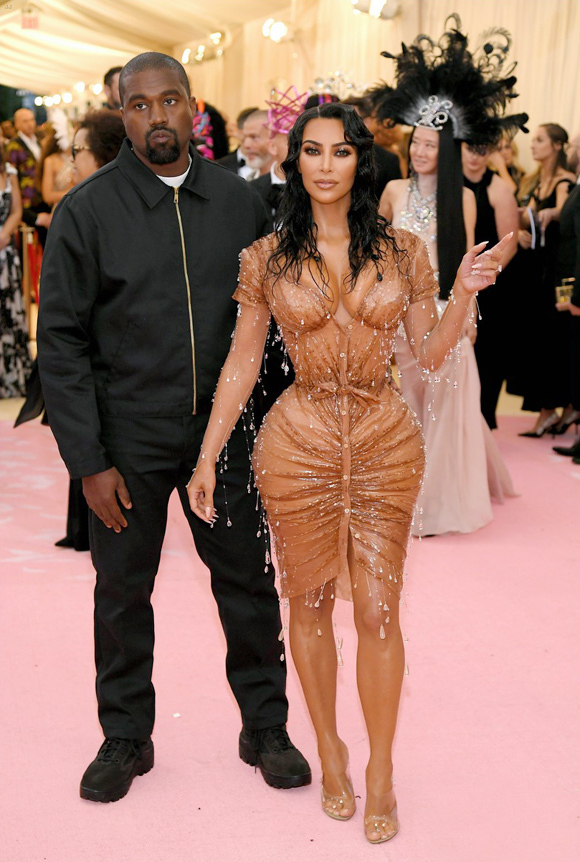 Vợ chồng Kanye - Kim ở Met Gala 2019.